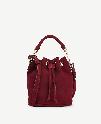 how-to-stay-on-trend-with-color-fashion-bucket-bag